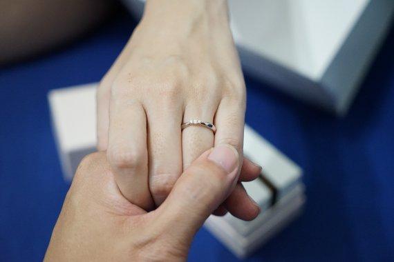 Jak Wybrać Pierścionek Zaręczynowy Jak Zmierzyć Rozmiar Pierścionka